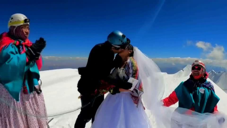 """Sologamie: """"Ich feiere meine Selbstliebe"""": Influencerin heiratet sich selbst"""