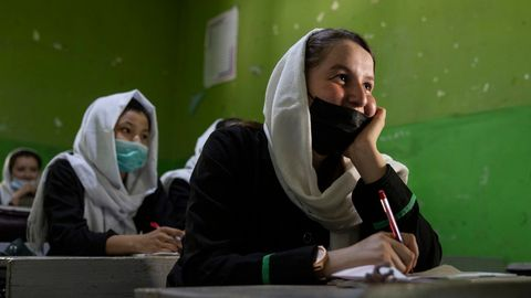 Blick in das Klassenzimmer einer High Schoolvor der Machtübernahme der Taliban in Kabul