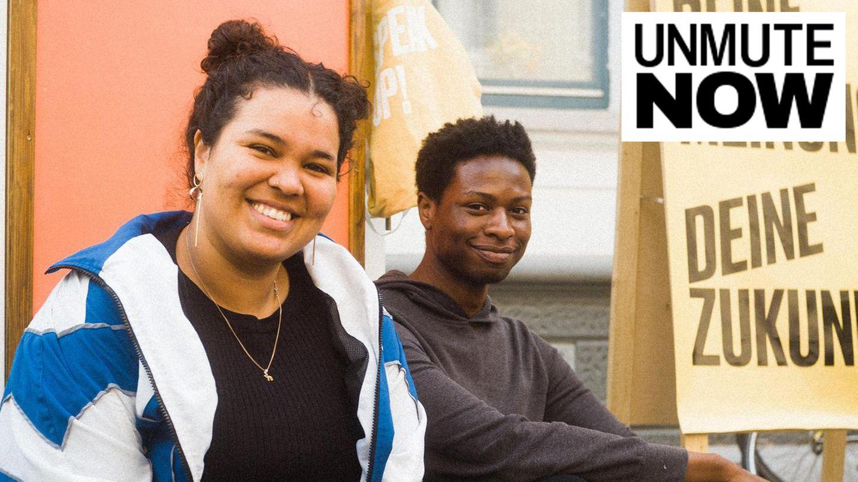 """Elya Omar (l.)und Tchadarou Abdoul engagieren sich bei der Initiative """"Wir 2.0 postmigrantisch"""" in Hannover"""
