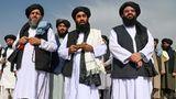 Taliban-SprecherSabihullah Mudschahid spricht zu Medienvertretern am Flughafen von Kabul