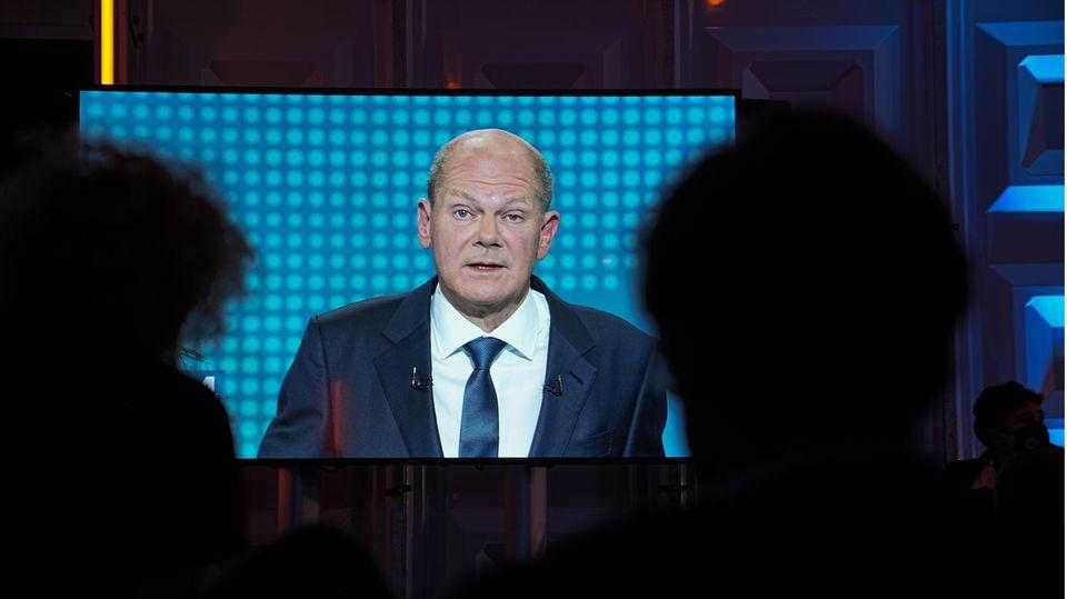 SPD-Kanzlerkandidat Olaf Scholz spricht während des ersten TV-Triells vor der Bundestagswahl 2021