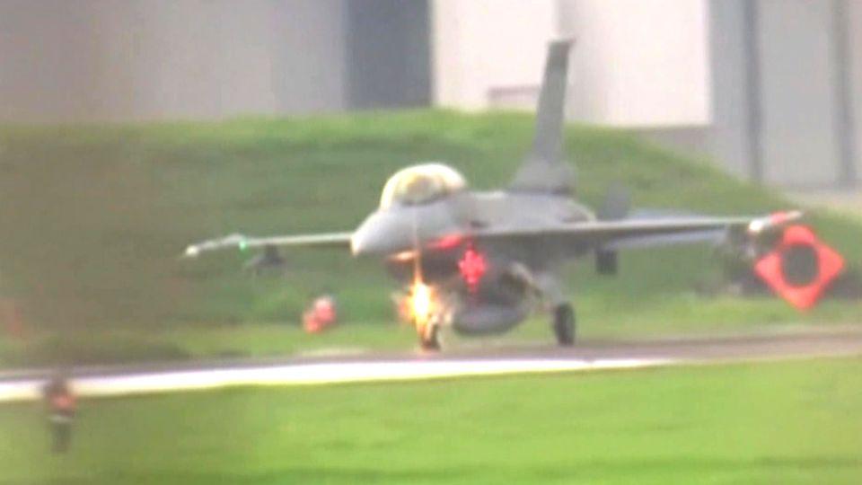 Taiwan: F-16 rollt übers Ziel hinaus und landet auf der Nase