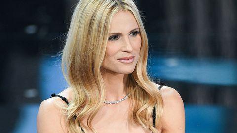Schauspielerin und Moderatorin Michelle Hunziker lässt sich ihre Haare abschneiden.