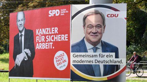 Wahlplakate von SPD-Kanzlerkandidat Olaf Scholz (r.) und CDU-Kanzlerkandidat Armin Laschet