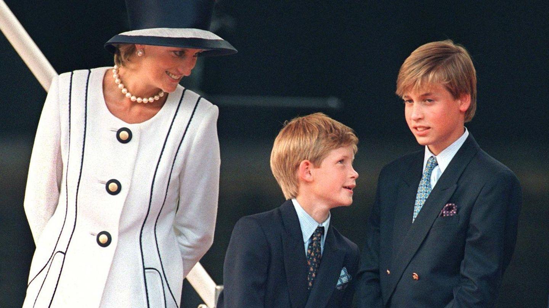 Lady Diana mit ihren Söhnen Harry und William