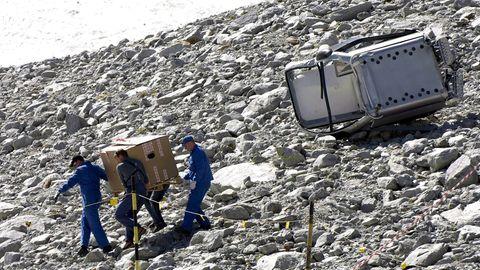 Nach dem Seilbahnunglück in Sölden sichern Ermittler Spuren neben der abgestürzten Gondel