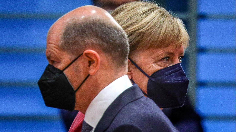 SPD-Kanzlerkandidat und Bundesfinanzminister Olaf Scholz und Bundeskanzlerin Angela Merkel (CDU)