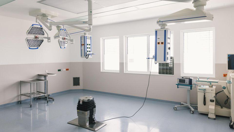 Ausgeräumt: EinOperationssaalim Klinikum Ortenau in Oberkirch, Baden-Württemberg