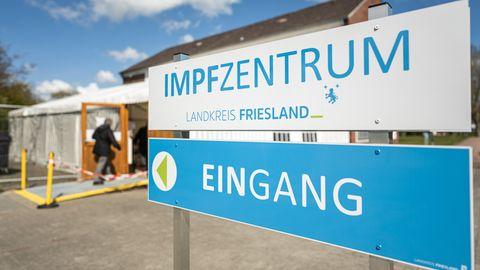 Landkreis Friesland: Kochsalzlösung statt Biontech-Impfstoff: Zwei Mitarbeiter erheben neue Vorwürfe gegen Impfzentrum