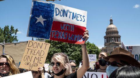 Demonstrant:innen protestieren im Mai vor dem Kapitol in Austin gegen das texanische Abtreibungsgesetz