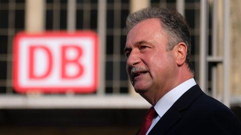 Claus Weselsky, Vorsitzender der Gewerkschaft der Lokführer (GDL), spricht auf einer Kundgebung seiner Gewerkschaft