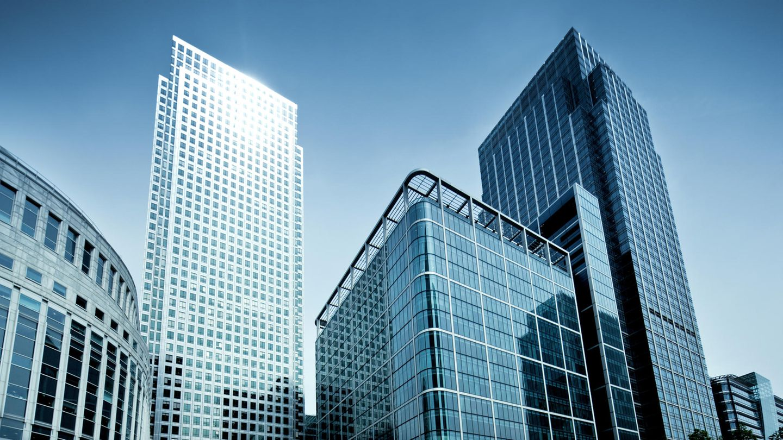 Große Bürogebäude mit Glasfassaden