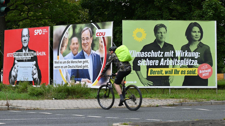 Wahlplakate der Kanzlerkandidat*innen Olaf Scholz, Armin Laschet und Annalena Baerbock