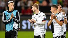 Nico Schlotterbeck (l.): Der 21-jährige Innenverteidiger vom SC Freiburg gehört ebenfalls zu den U21-Europameistern und hat in der vergangenen Saison dazu beigetragen, dass Union Berlin so erfolgreich war. Schlotterbeck spielte dort als Leihspieler und ist nun zurück im Breisgau. Er ist der einzige unter den Neuen, der noch keinen Einsatz in der A-Nationalmannschaft hatte.