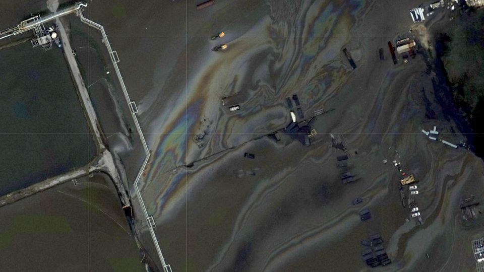"""USA: Satellitenbilder zeigen Ölpest an US-Küste nach Hurrikan """"Ida"""""""