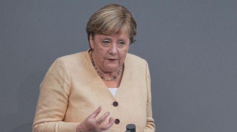 Letzte Bundestagsdebatte: Wahlkampf im Bundestag: Merkel wirbt offensiv für Laschet und kassiert Buhrufe