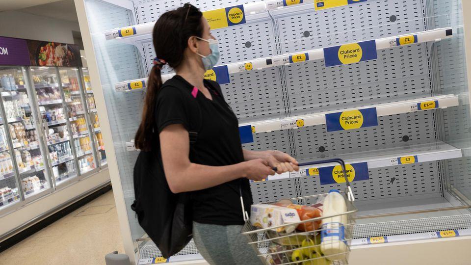 In den großen Supermarktketten in Großbritannien bleiben die Regale leer