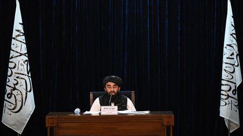 Taliban-Sprecher Zabihullah Mujahid verkündet die neue Regierung in Afghanistan