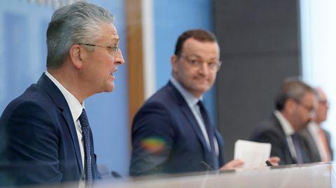 RKI-Präsident Lothar H. Wieler (r.) und BundesgesundheitsministerJens Spahn