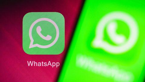 Der Messenger-Dienst WhatsApp auf einem Smartphone Display.