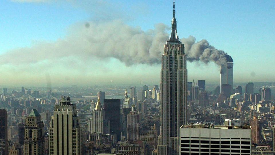 Das New Yorker World Trade Center qualmt
