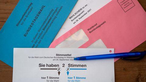 Viele Wahlberechtigte sind mit den Briefwahlunterlagen vertraut