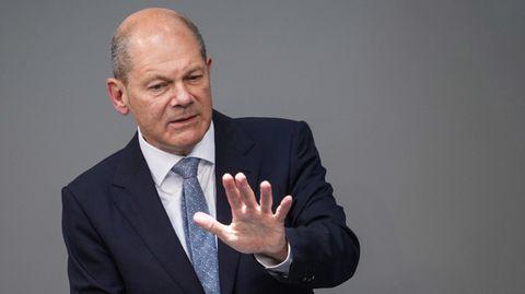"""Finanzminister Olaf Scholz ließ mitteilen, dass sein Ministerium die Ermittlungen """"voll und ganz"""" unterstützt. DieFinancial Intelligence Unit, die im Zentrum des Verdachts steht, gehört zu Zoll – und dieser ist Teil desFinanzministeriums."""