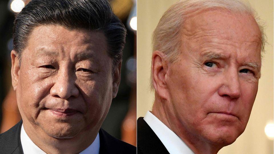 Links schaut ein asiatischer Mann mit schwarzem Seitenscheitel ernst, rechte schaut ein weißer Mann mit weißen Haaren skeptisch