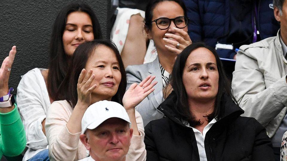 Emma Raducanus Mutter Renee (links) bei einem Spiel ihrer Tochter bei Wimbledon.