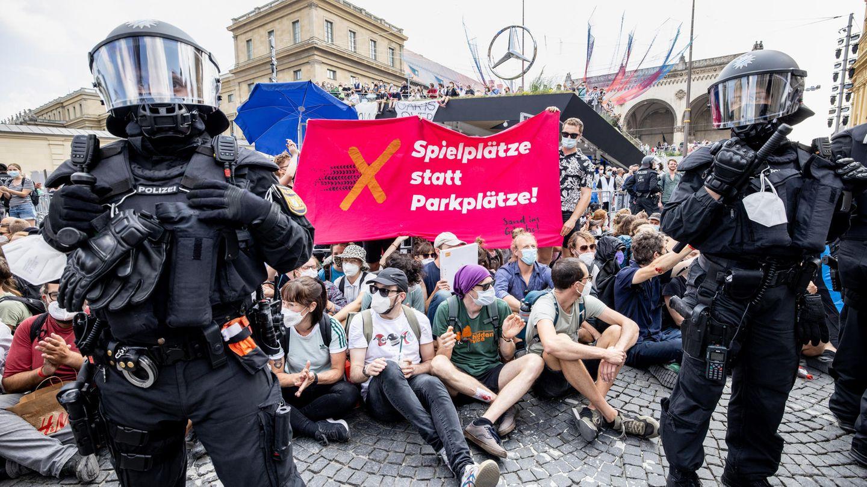 Schlagstöcke und Hausbesetzungen: Als die Proteste gegen die Automesse in München eskalierten