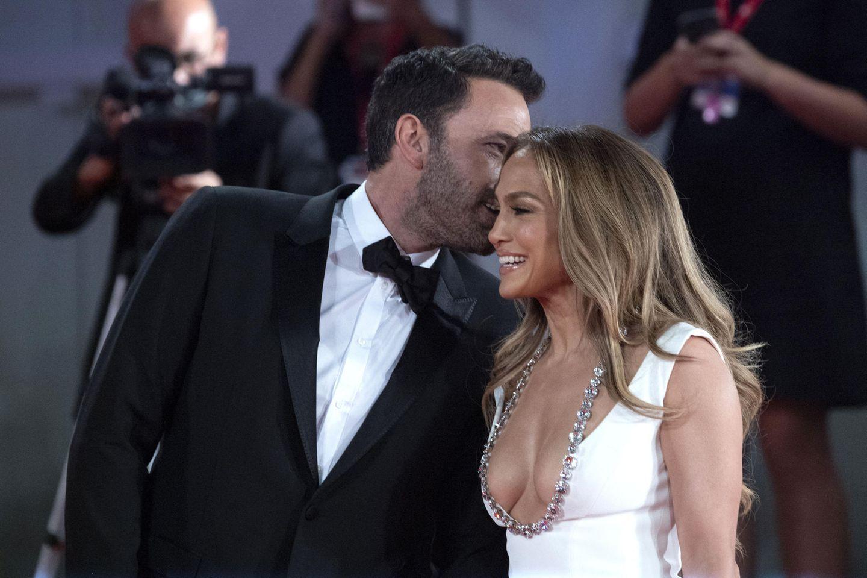 Vip-News: Knutschend auf dem roten Teppich – J.Lo und Affleck stehlen mit Liebes-Comeback in Venedig allen die Show