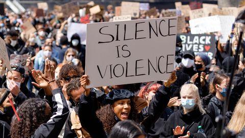 """Black Lives Matter Protest 2020 in Köln: """"Schweigen ist Gewalt"""""""