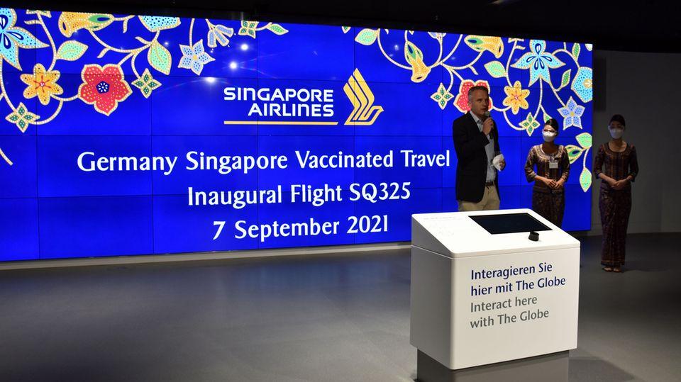 Alastair Hay-Campbell von Singapore Airlines während der Feier anlässlich desEröffnung der Vaccinated Travel Line zwischen Frankfurt und Singapur