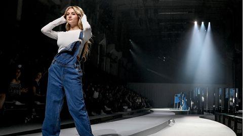 """Leni Klum läuft als Model in ihrer Show """"Leni Klum x About You"""" im Rahmen der About You Fashion Week"""