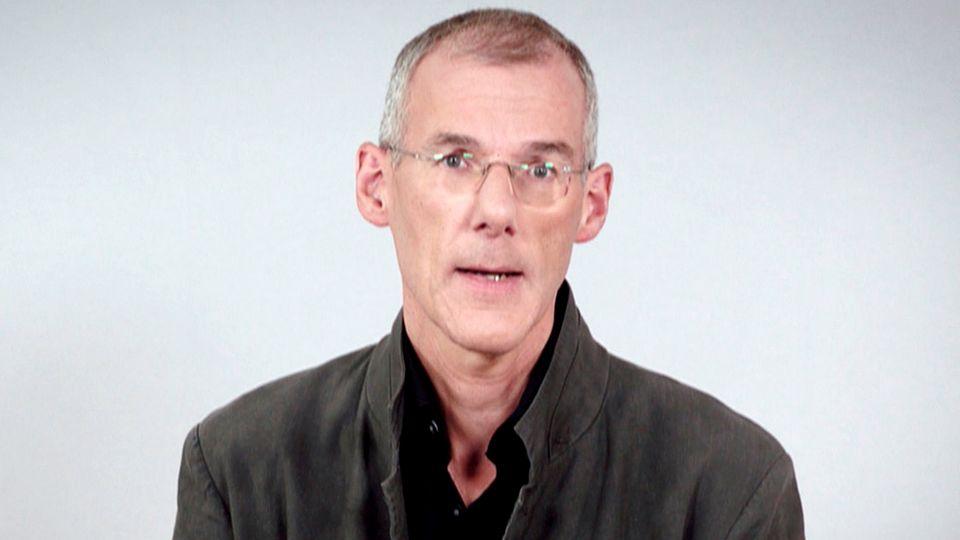 Priester Bernd Mönkebüscher spricht über seine Homosexualität