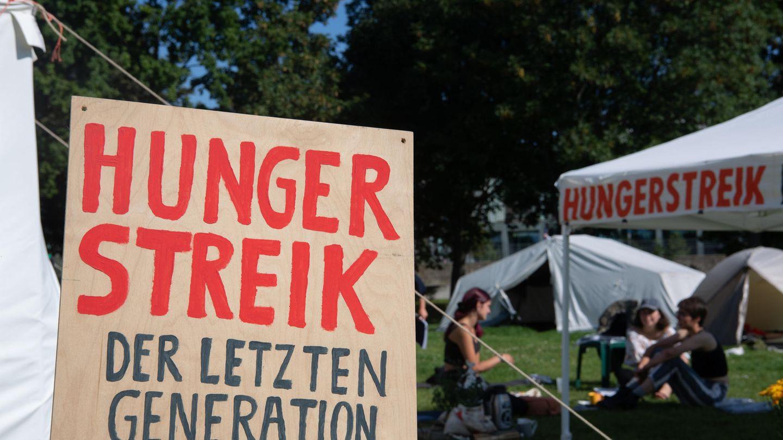 Seit mehr als zwei Wochen befinden sich mehrere Klimaaktivisten in ihrem Protestcamp im Hungerstreik
