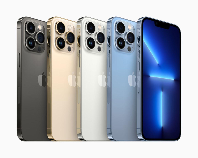"""Keynote """"California Streaming"""": Der Star des Abends waren - natürlich - die neuen Modelle des iPhone 13. Hier sind die Pro-Modelle zu sehen. Sie erinnern vom grundsätzlichen Design sehr an die Vorgänger, sind an den neuen Farben und den größeren Kameralinsen aber gut zu erkennen."""