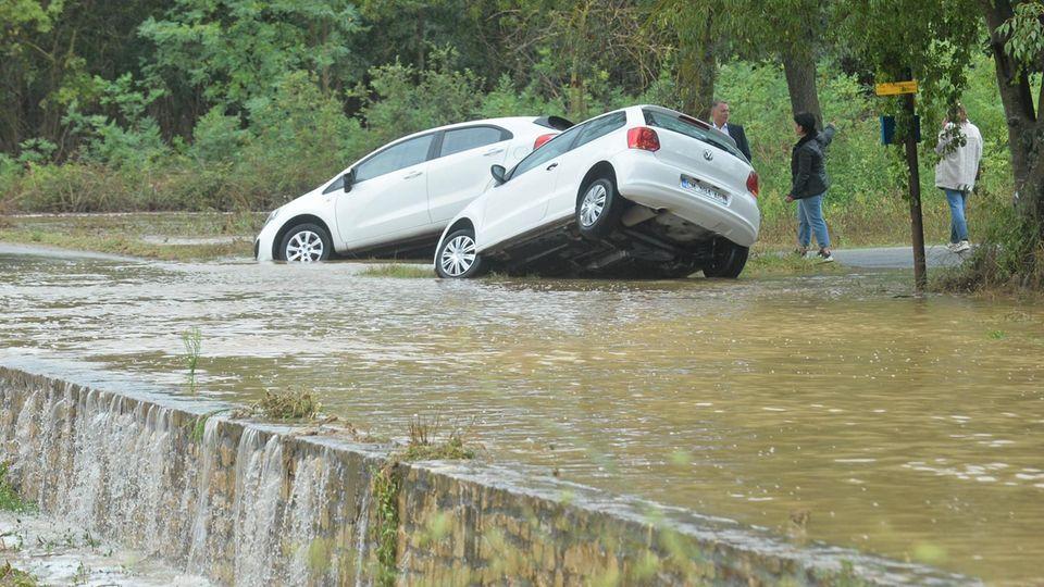 Starke Regenfälle hatten in Südfrankreich Straßen wie hier in der Gemeinde Aubais überflutet