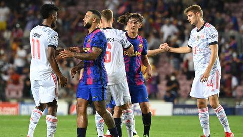 Nach der 0:3-Niederlage zum Auftakt der Champions League verabschieden sich Spieler vom FC Barcelona und von Bayern München
