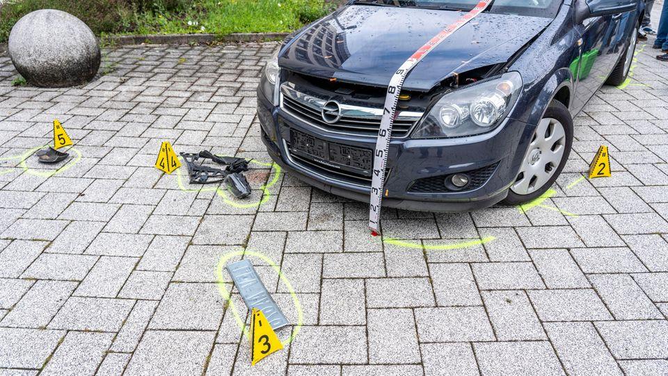 Ein nachgestellter Autounfall (Symbolbild). Bei einem Unfall in Kaufbeuren wurden zwei Kleinkinder verletzt.