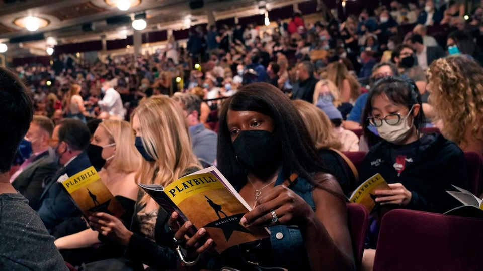 """Nach 18 Monaten Pause: Das Theater des Musicals""""Hamilton"""" ist bis auf den letzten Platz besetzt."""