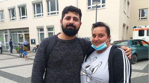 Sabrina Farman und ihr Verlobter Salam vor ihrem gemeinsamen Impftermin. Er wählte Johnson&Johnson, sie Biontech