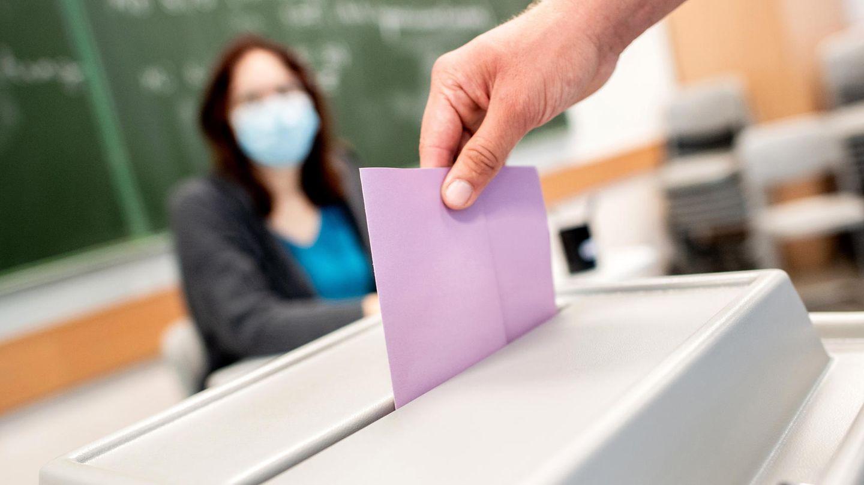 In einem Wahllokal gilt nur eine Corona-Regel: Maskenpflicht