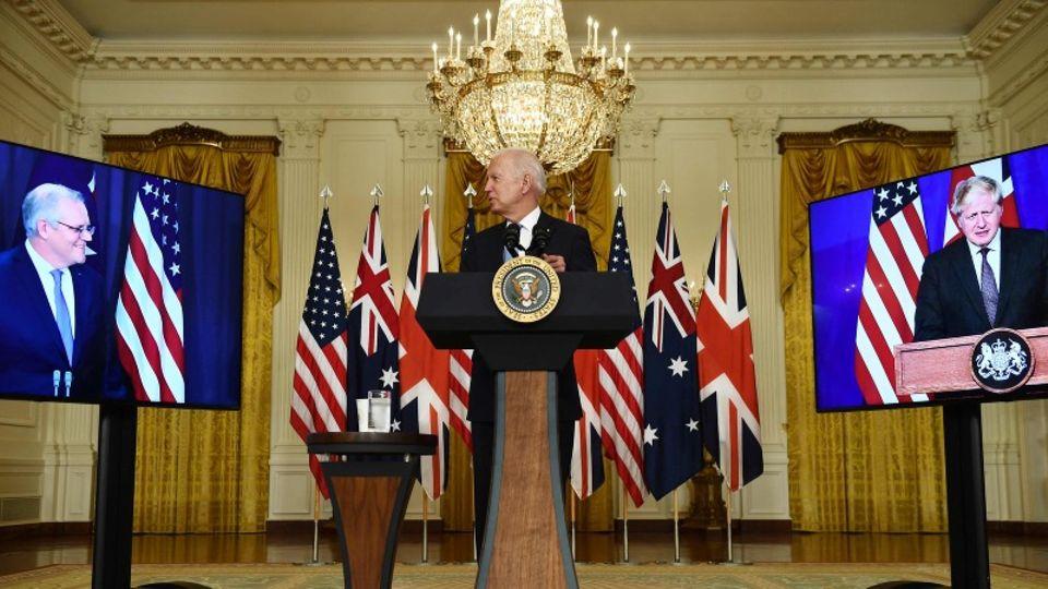 Joe Biden bei der virtuellen Pressekonferenz mit seinen Amtskollegen Boris Johnson und Scott Morrison