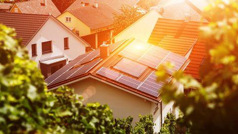 Die sehr hohen Strompreise in Deutschland machen eigenen Solarstrom besonders interessant.