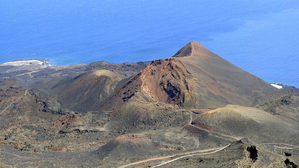 Eine bergige Landschaft mit inaktiven Vulkanen