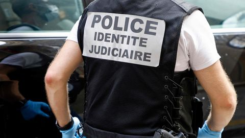 Nach dem Zwischenfall sind Polizisten in Paris im Einsatz