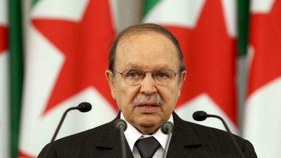 Algerien, Algier: Algeriens Präsident Abdelaziz Bouteflika leistet am 19. April 2009 den Eid für seine dritte Amtszeit.Der Ex-Präsident starb im Alter von 84 Jahren, wie das algerische Staatsfernsehen berichtete.