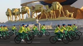 Turkmenistan: Eine Fahrradparade