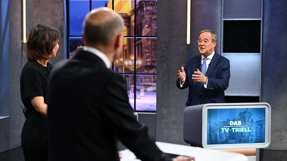 Olaf Scholz (l.),Annalena Baerbock (M.)und Armin Laschet beim dritten TV-Triell bei ProSieben in Berlin